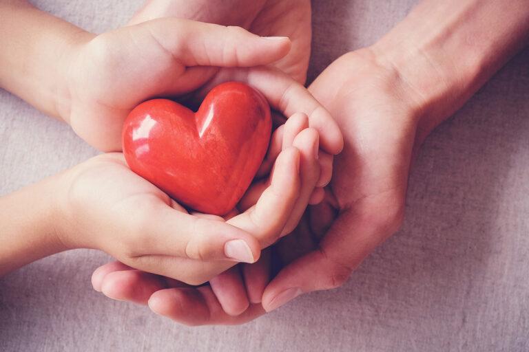 طرح یاری کمک هزینه معالجه کودک قطع نخاع زنجانی
